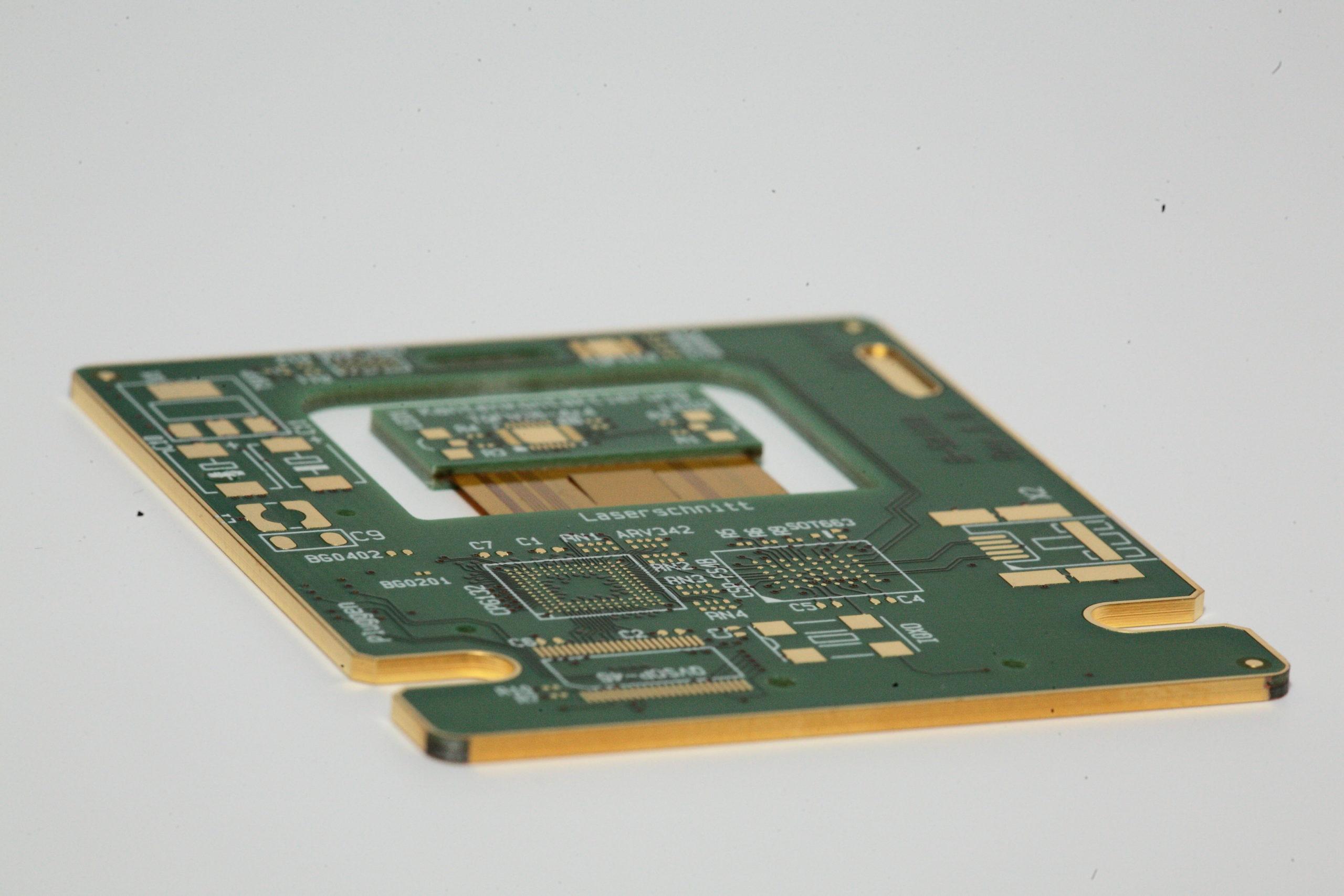 Rigid-flex printed circuit board with edge metallisation
